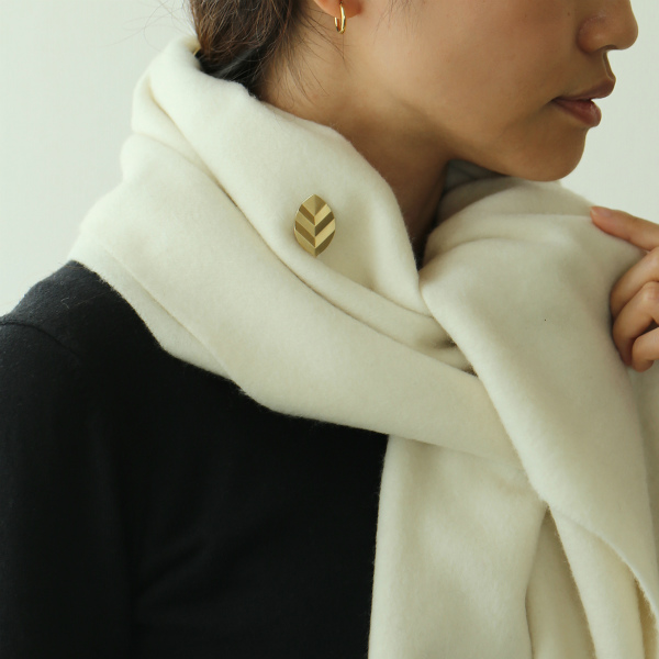 YURI MIYATA (ユリ ミヤタ) ブローチ リーフ Stripe S ブラス 【メール便】