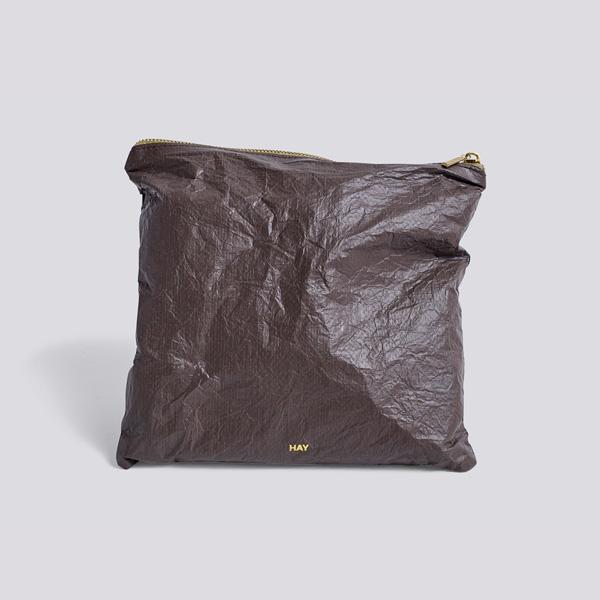 HAY (ヘイ) <br>ジップポーチ Square M <br>Packing Essentials Zip コーヒー【メール便】