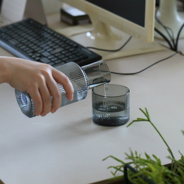 ferm LIVING (ファームリビング) Ripple Carafe Set (リップル カラフェセット) スモークグレー 北欧/ガラス食器/日本正規代理店品