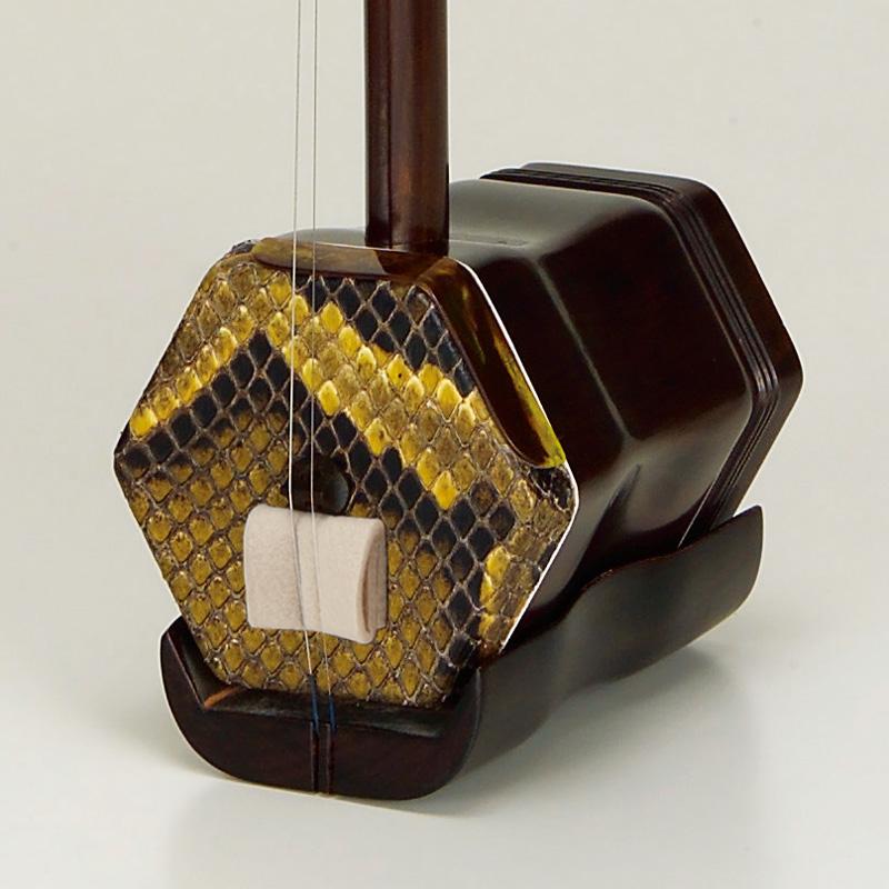 調弦がしやすい金属軸糸巻き仕様の紅木二胡 ER-500M