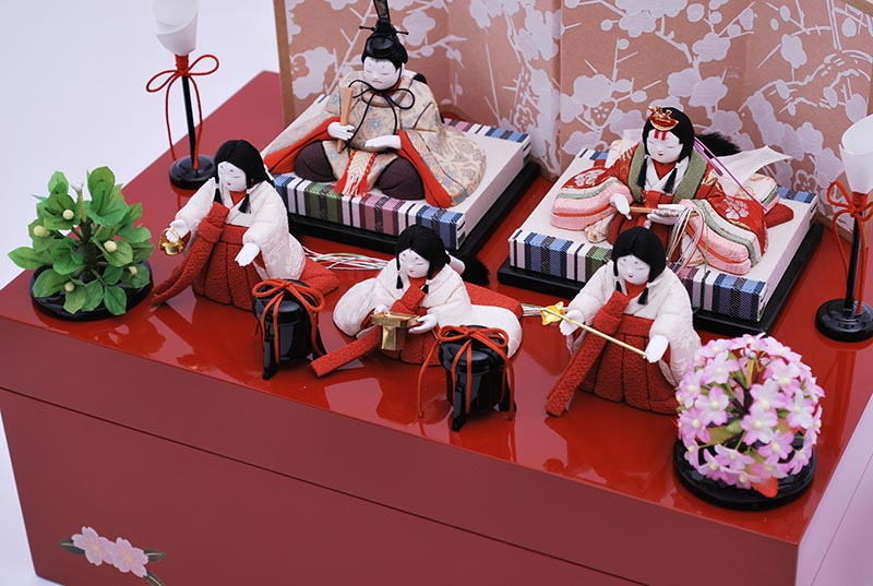 ひいな五人朱塗り収納出飾り(5人飾り)