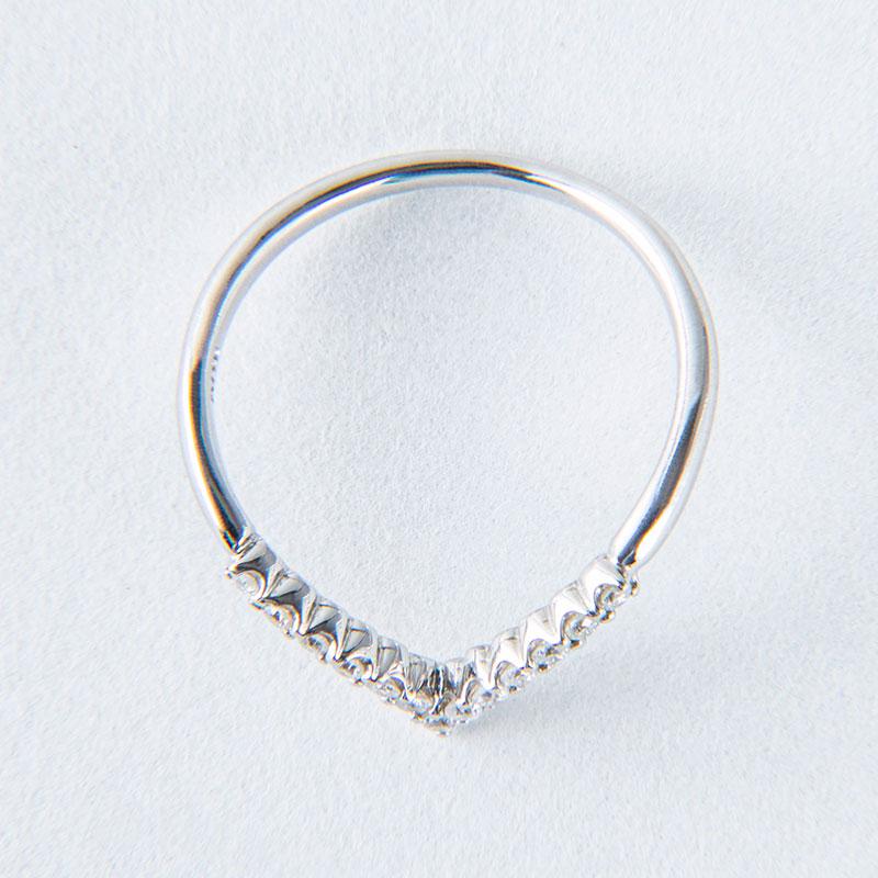 【2021年NEW YEAR企画 期間限定スペシャルプライス】【数量限定】【品質保証付き】Vデザイン ダイヤモンド リング 0.13ct プラチナ950