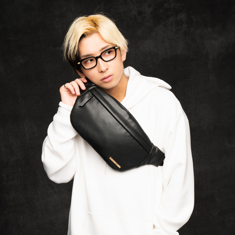【ReZARD】Metal Plate Leather Boby Bag