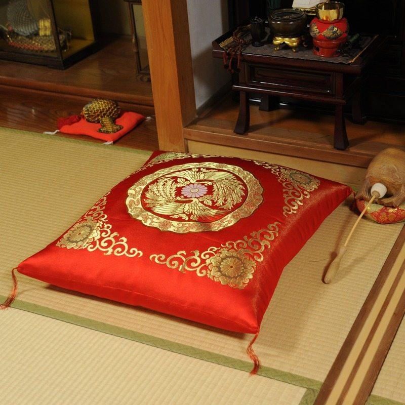 高貴な座布団 金襴 璋風(しょうふう) 赤 (大判サイズ68x72cm)