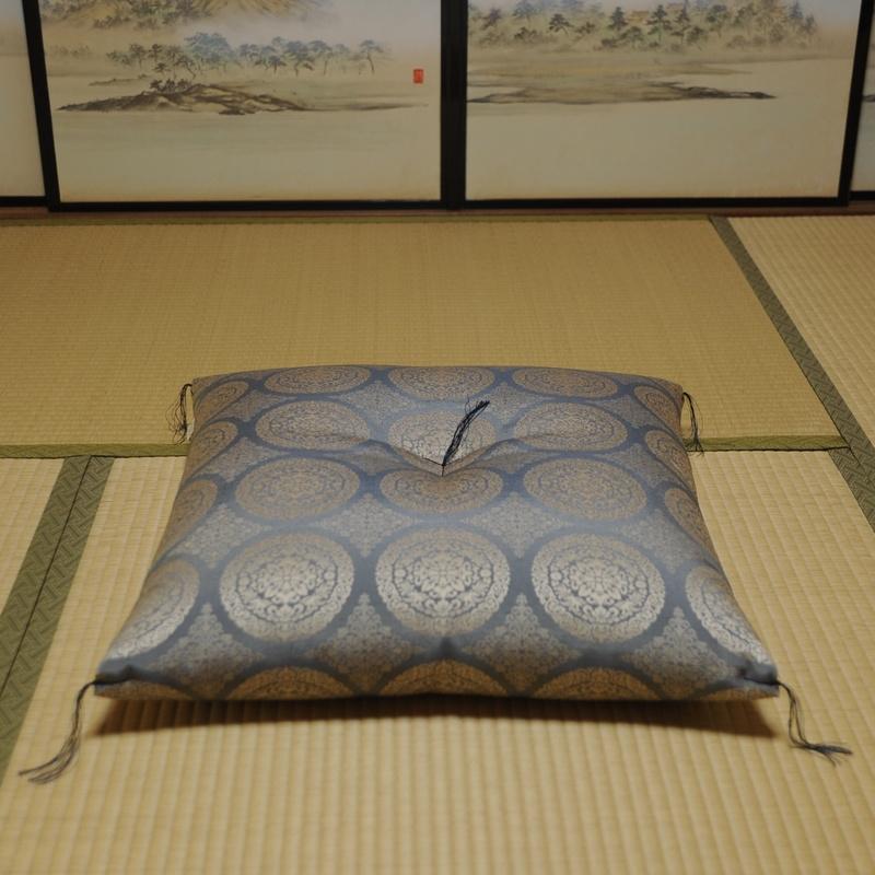 座布団 先染め織物『華紋(かもん)』 藍色(あいいろ)