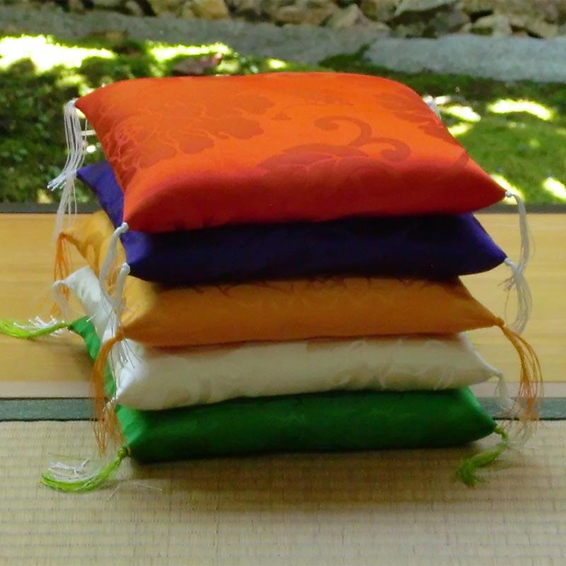 置物用ミニ座布団 正絹(絹100%) 白