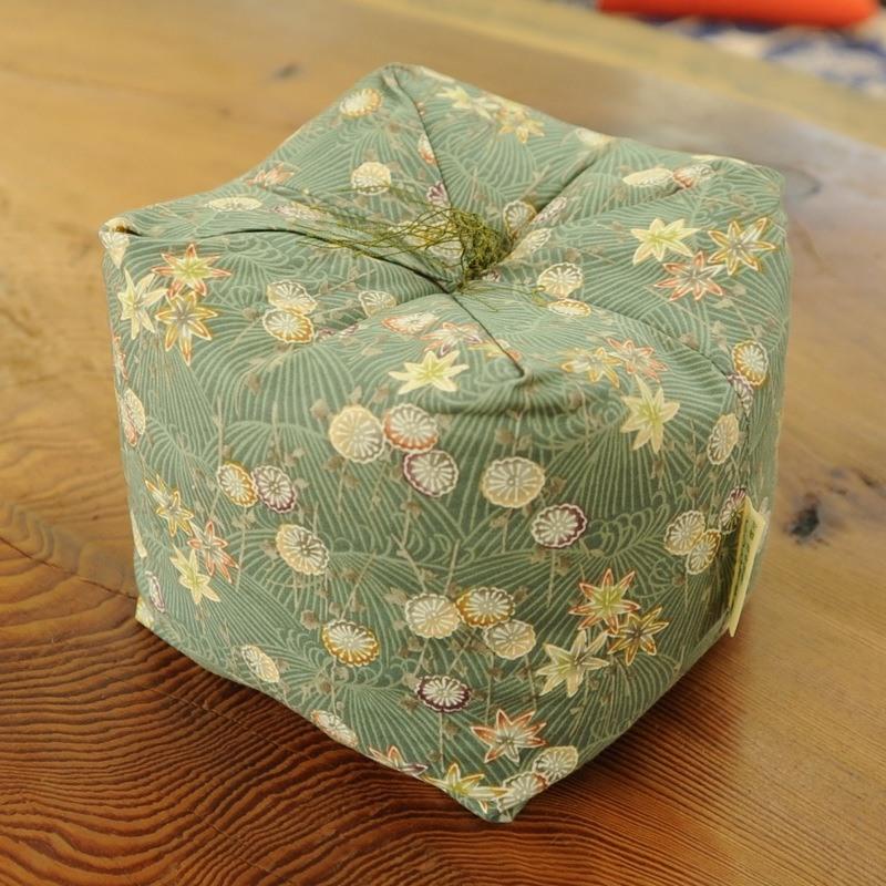 KAKU座 角(かく) 菊もみじ 松葉(まつば)