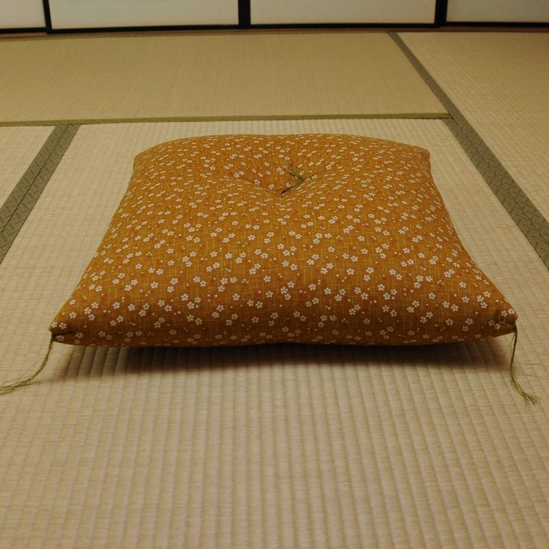 座布団 桜さくら 黄蘗色(きはだいろ)