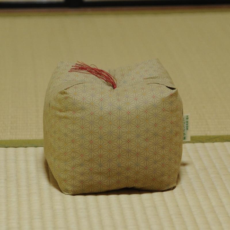 KAKU座 角(かく) あさもよう 黄土色(おうどいろ)