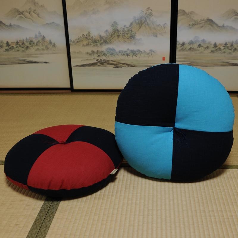 デザイン丸座布団  綿×麻 (茜・緑青) 直径約50cm