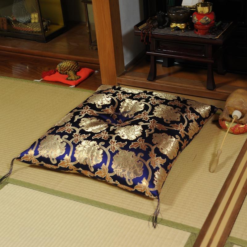 高貴な座布団 金襴 唐草 紫(大判(大)サイズ72x76cm)