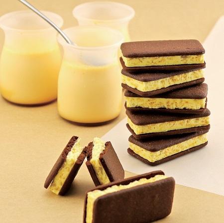 カリカリなフレークのはいったザクザクとしたホイップチョコをサクサクなクッキーではさんだチャンチャンコみたいなサンドクッキー