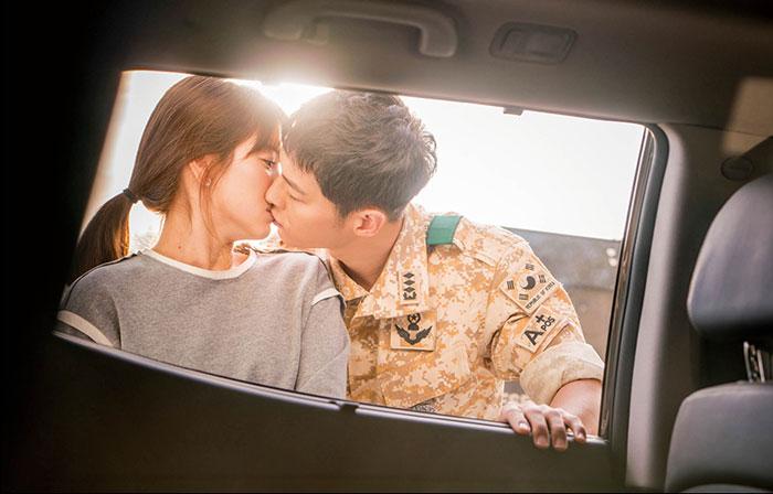 ソン・ジュンギ、ソン・ヘギョ主演ドラマ「太陽の末裔」OSTフォト楽譜集