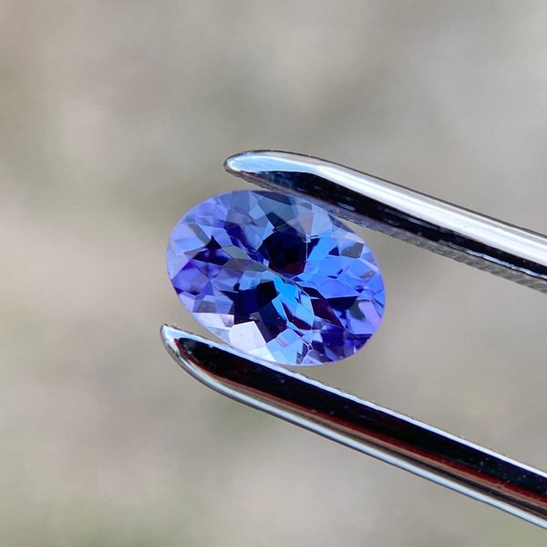 美しい青紫色! タンザナイト 0.92ct