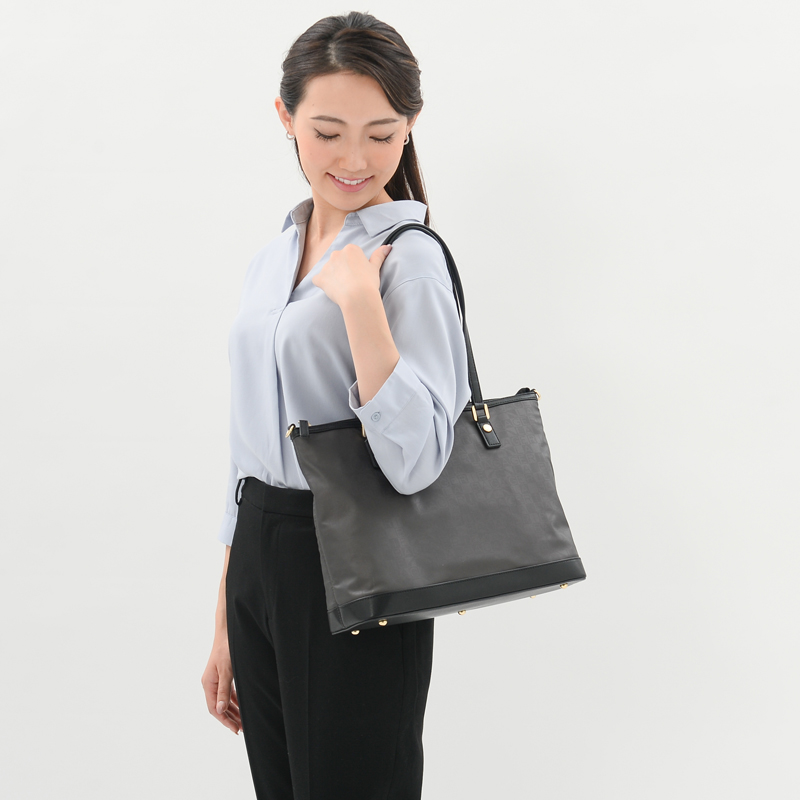 【復刻リニューアル】モノグラムチャーム付きトート