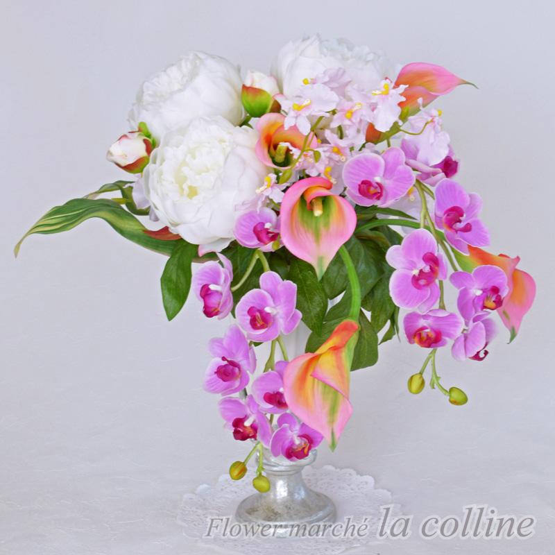 ボタンとコチョウランのキャスケードアレンジ【アーティフィシャルフラワー(高級造花)アレンジ】