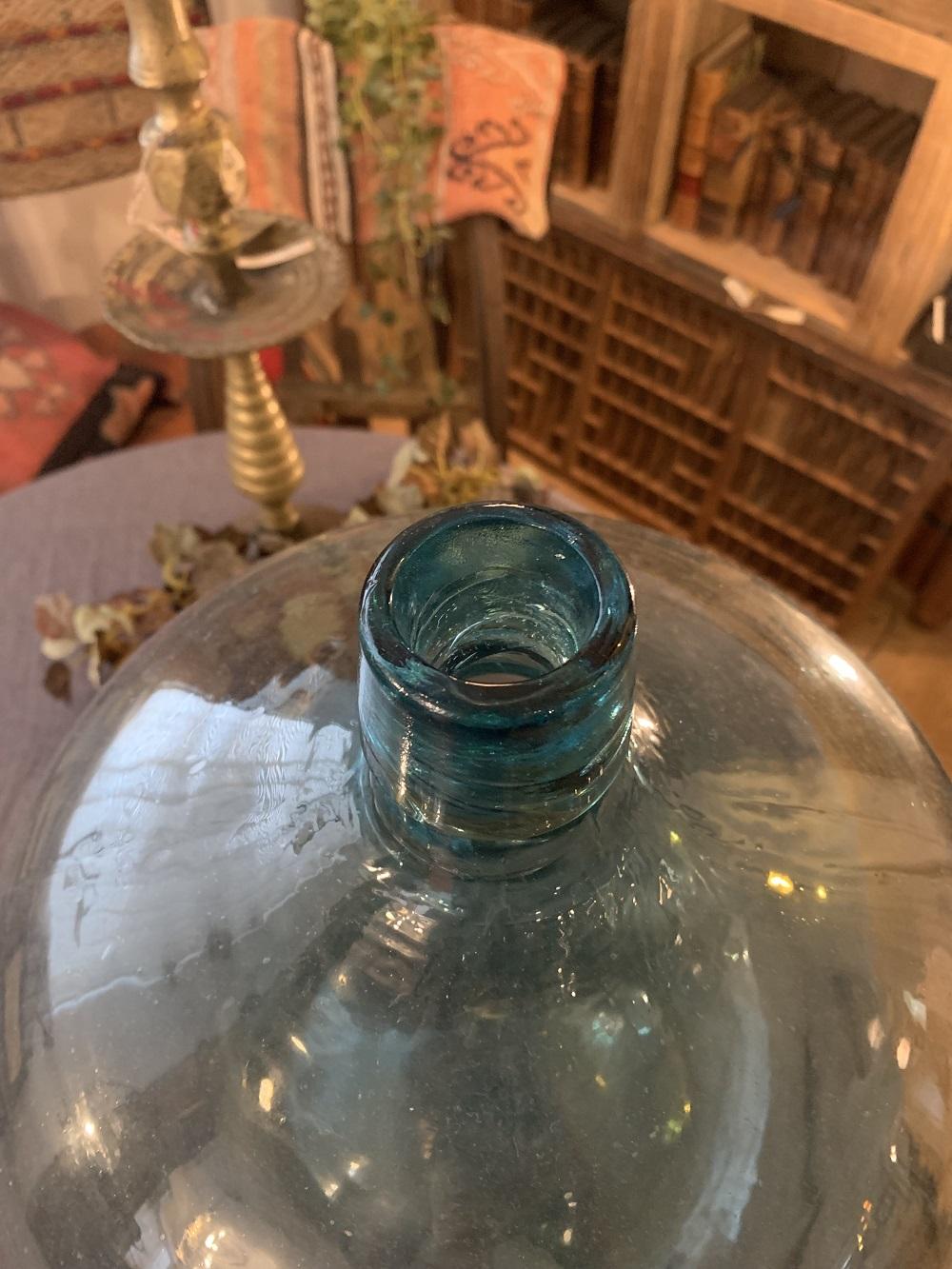 古道具定番品!水色の大きなビン