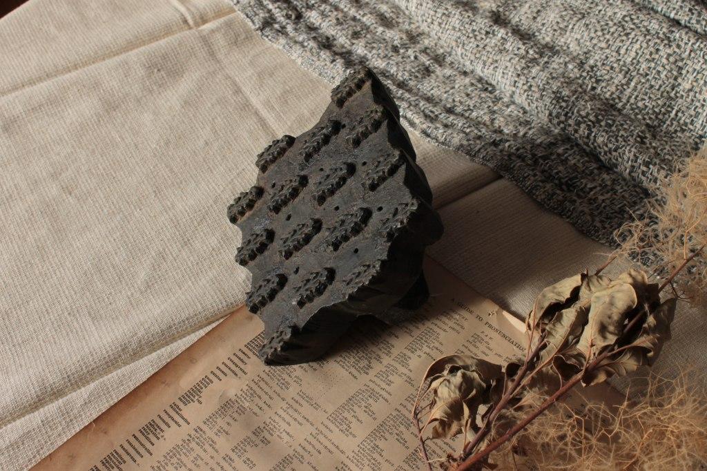 インドのブロックプリント型 花模様