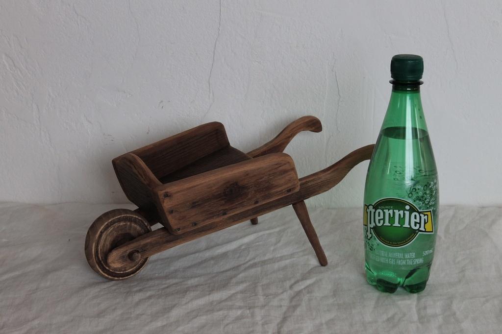 小さな木製一輪車 ハンドメイド一点モノ ガーデンのディスプレイなどに