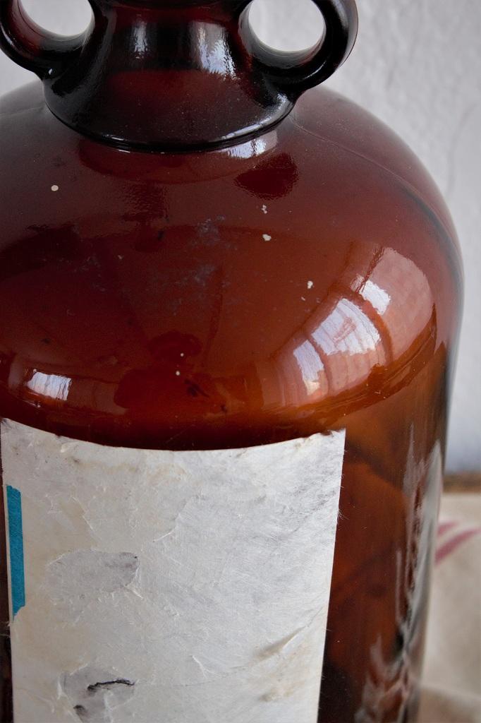 ミャンマー 古い茶色のラベル付きガラスビン アンバー瓶