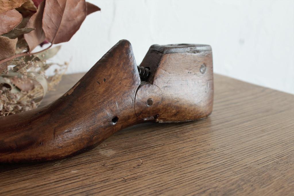古い小さな木製の靴型 愛らしい子供用シューモールド