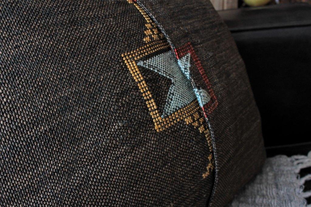 クッションカバー黒 オールドキリムリメイク品  44×44