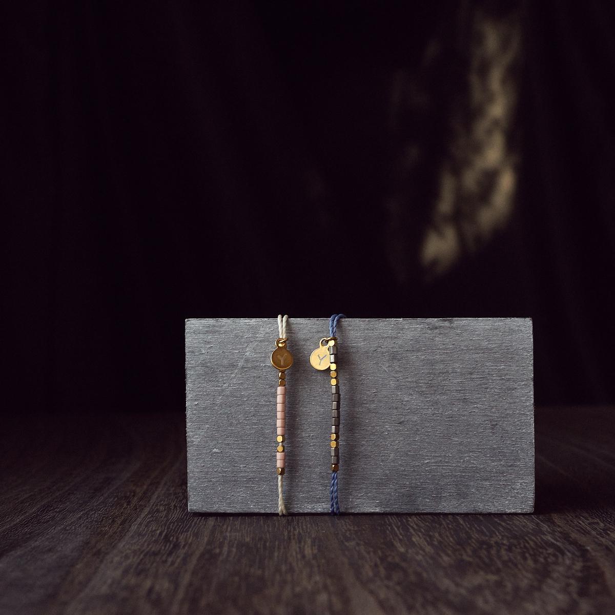 Lauss ペア アンクレット モールス信号で秘密の暗号 ビーズに想いを託した ワックスコード アンクレット イニシャル彫刻 kla034 (長方形パッケージ)conpact