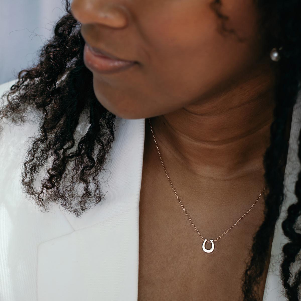 Lauss ペアネックレス つけっぱなしok 刻印無料 ホースシュー イニシャル・記念日彫刻 ステンレス ペアペンダント 【メール便対応】 opp00056 mail