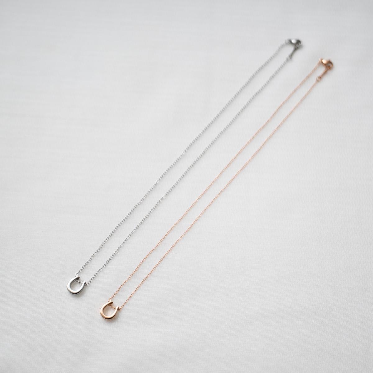Lauss ペアネックレス つけっぱなしok 刻印無料 ホースシュー イニシャル・記念日彫刻 ステンレス ペアペンダント 【メール便対応】 opp00056 (正方形パッケージ)mail
