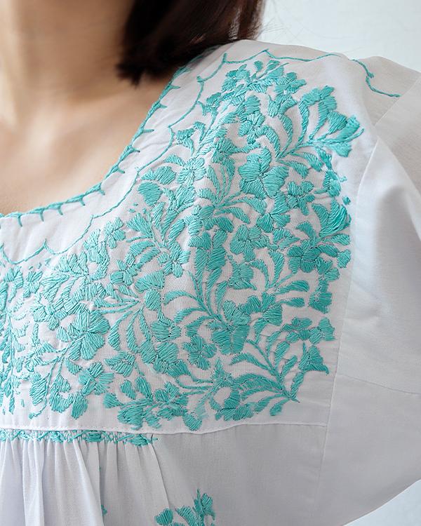 ≪10%OFF≫ tesoro / サンアントニーノ刺繍ブラウス / ホワイト×エメラルドグリーン