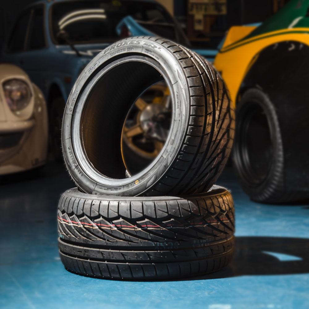 旧車用タイヤ TOYO TIRES PROXES TR1