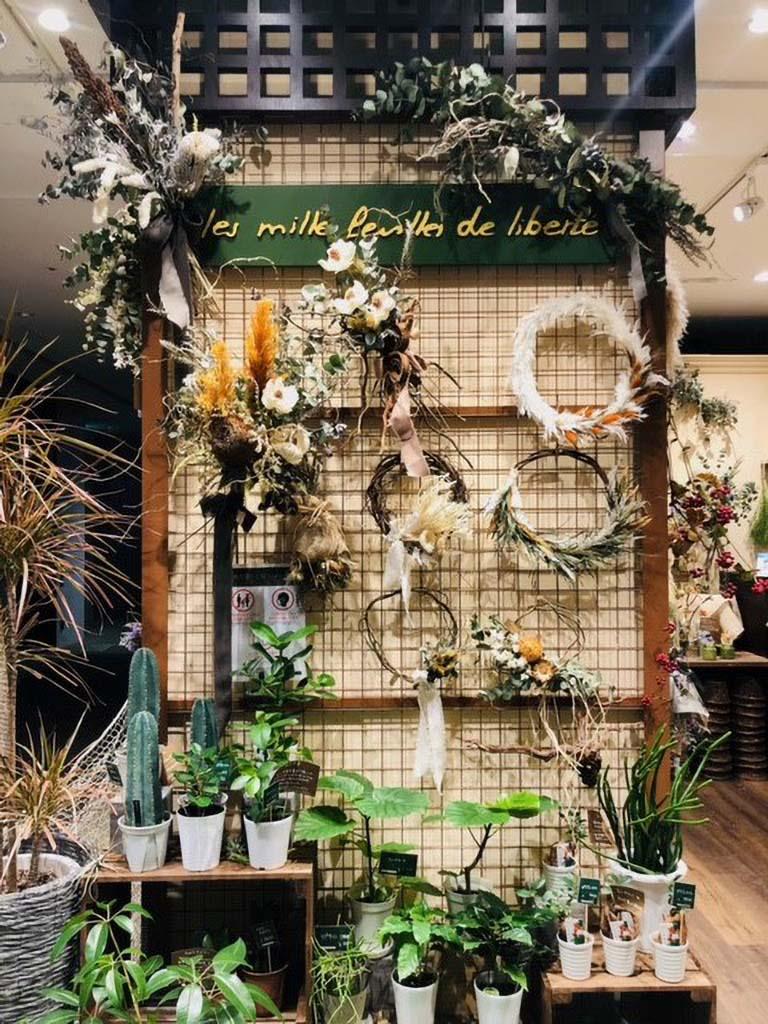 【LINKS UMEDA店オリジナル商品】ゴールドフレームリース|一点ものデザイン