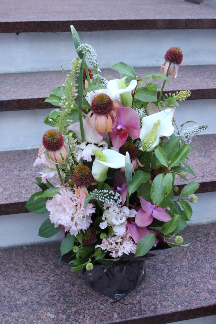 桃白磁 momohakuji 涼やかな印象の花々を伸びやかに [Arrangement Special] #002