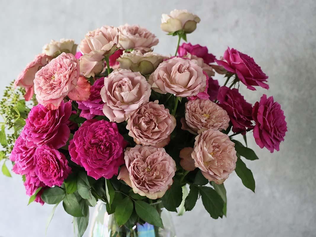 詩鳳 shion バラと季節のグリーンのシンプルな装花[色で選ぶ投げ入れ] #002
