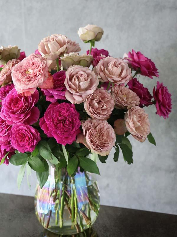 詩鳳 shion バラと季節のグリーンのシンプルな装花 roses and seasonal greenery [Throwing in by color] #002
