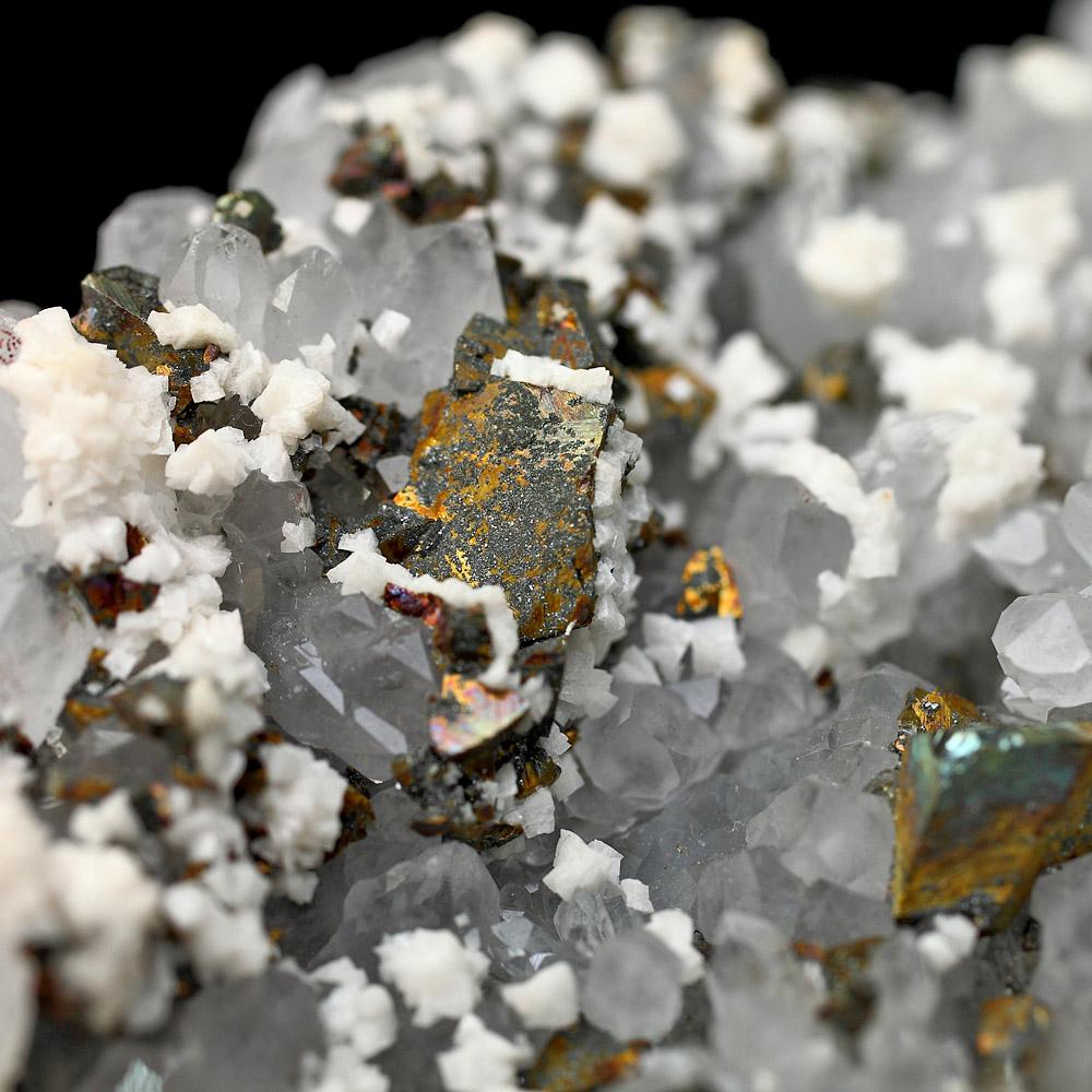 カルサイト・チャルコパイライト共生水晶クラスター