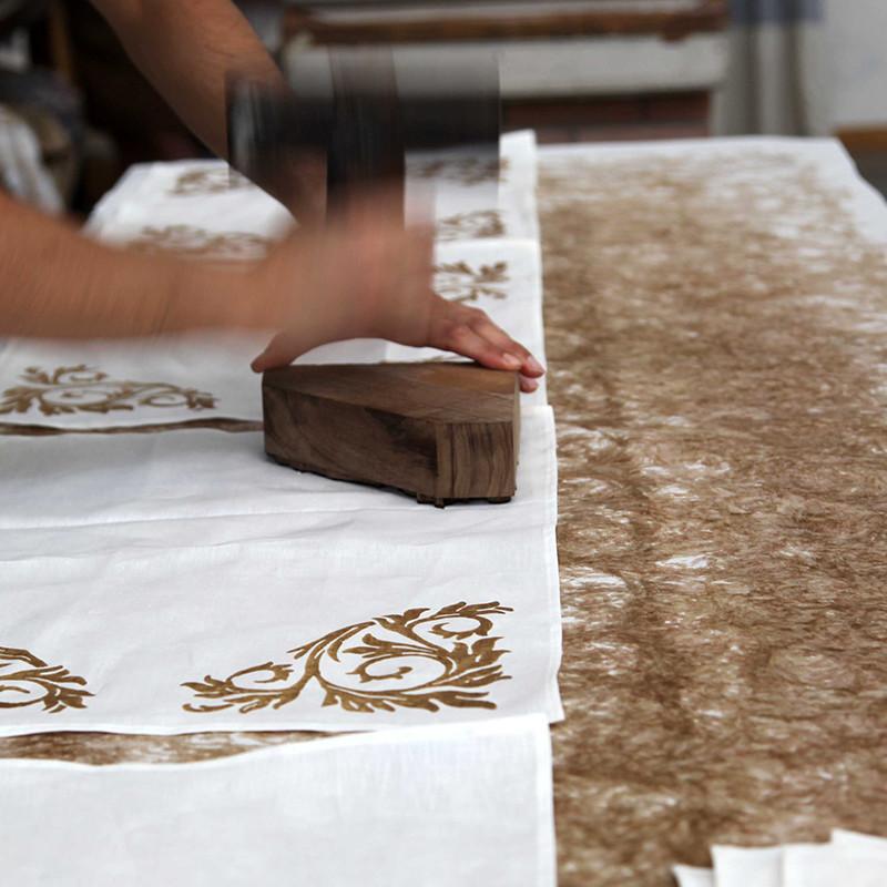 ベルトッツィ テーブルクロス _ アカント インダコスクーロ(150×240cm)