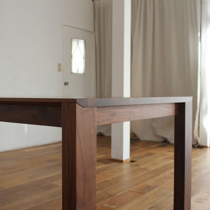 ・【アーティス】ダイニングテーブル 幅200cm ウォールナット 無垢 食卓テーブル