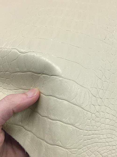 牛革【1/4裁】型押し(ワニ)/1.5mm/アイボリー [50%OFF]