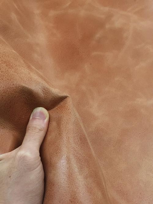 ヤギヌメ革【丸革】両面使い/銀スリ・裏処理加工/1.2mm/ナチュラル(赤味) [50%OFF]