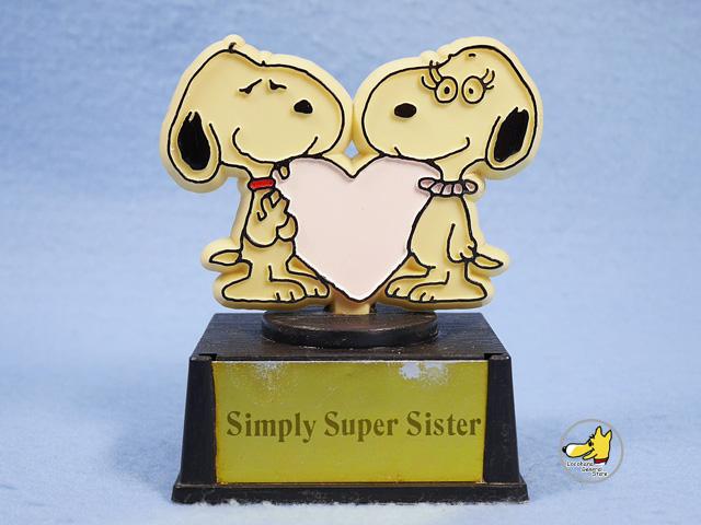 """ビンテージ Aviva 1970〜80's スヌーピー トロフィ-  """" Simply Super Sister """""""