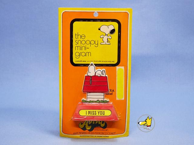 ビンテージ  Aviva '72 スヌーピー  ミニ トロフィー  I  MISS  YOU  新品パッケージ入 レッド
