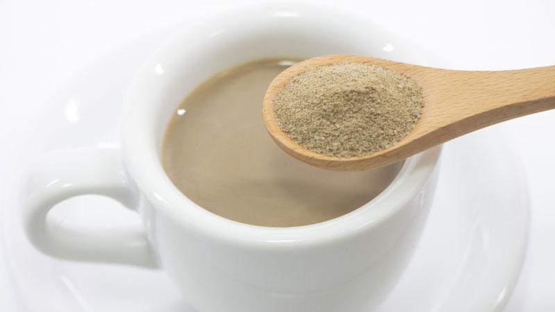 かけるほうじ茶!?黒糖ブレンドで優しい甘さがクセになる/ほうじ茶パウダー【おうち時間を楽しく!】