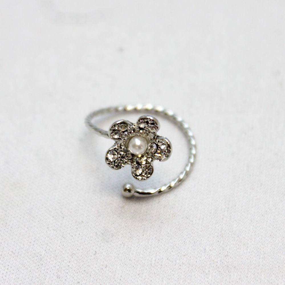 キラキラフラワーのデザインリング 指輪