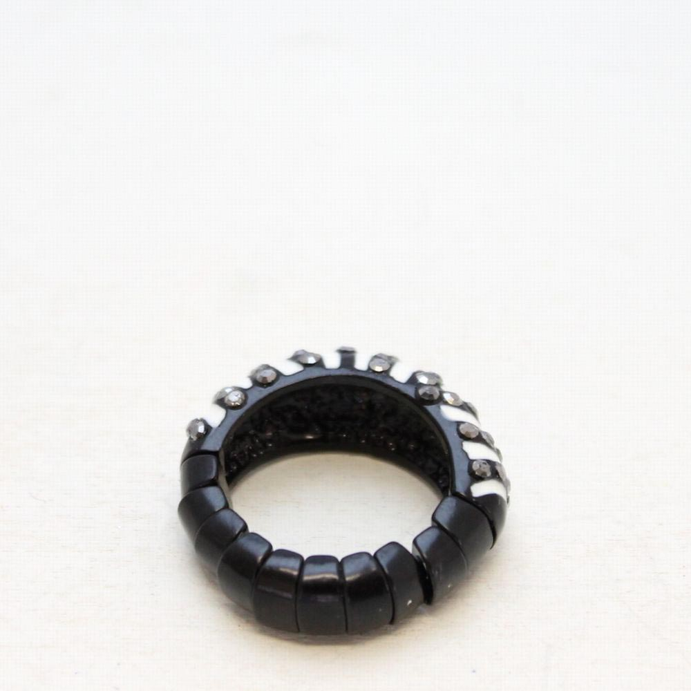 ゼブラ柄とラインストーンのリング 指輪