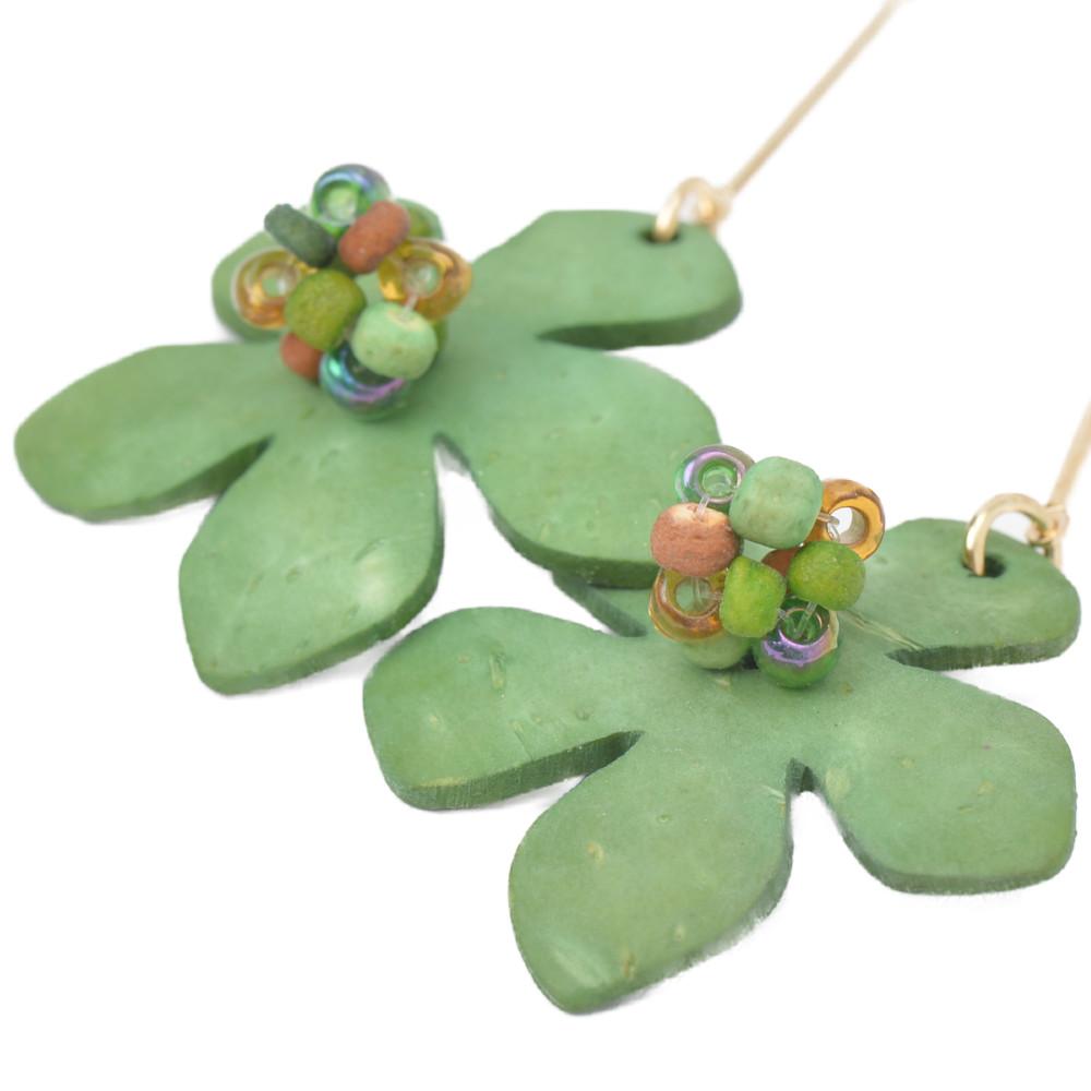 イヤリング ロングイヤリング レディース ウッド 木 天然素材 フラワー 花 緑 グリーン 揺れる E