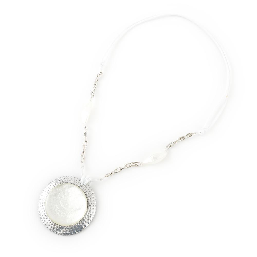 天然素材 ホワイトカラーのペンダントネックレス N