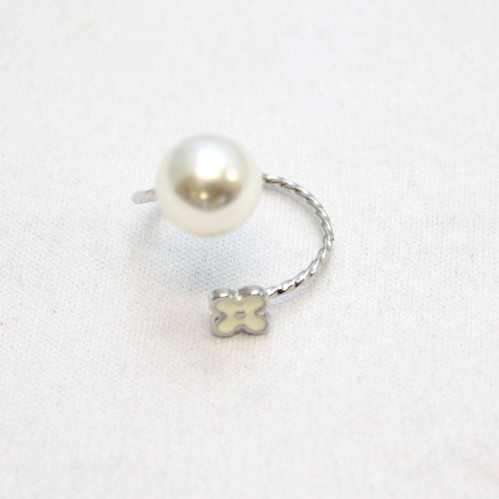 花とラインストーンのデザインリング 指輪