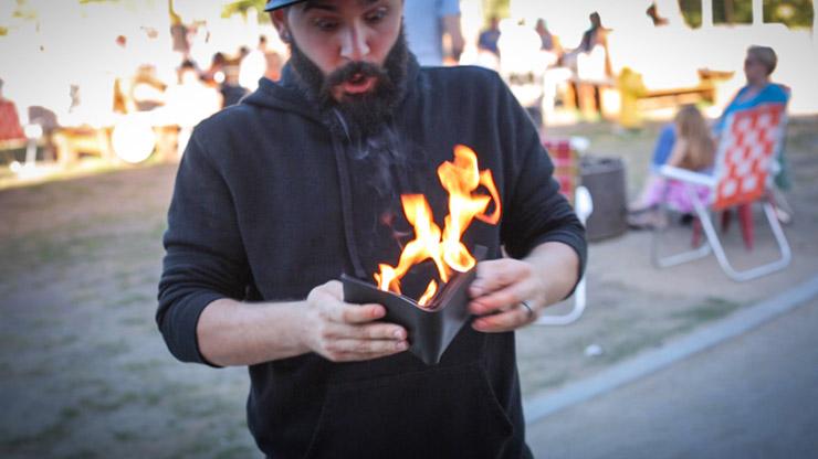 ファイヤーワレット:本革製(マーフィーマジック製)/The Professional's Fire Wallet (Gimmick and Online Instructions)  by Murphy's Magic Supplies Inc.※