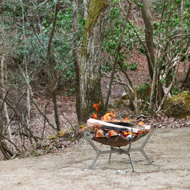 広葉樹の焚火用薪セット (広葉樹薪・焚付材・固形着火剤付き)